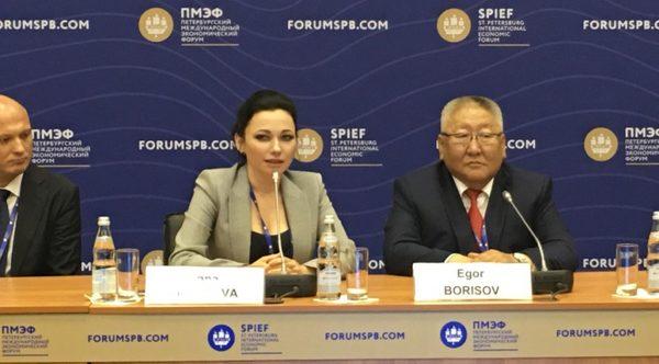Интересное на ПМЭФ-2016: Анна Акпарова представила книгу «Дальневосточный Вызов»