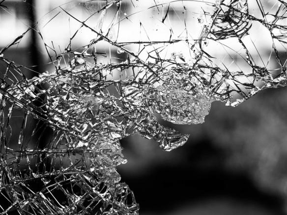 Ученые США создали интеллектуальные стекла-хамелеоны, вырабатывающие электричество