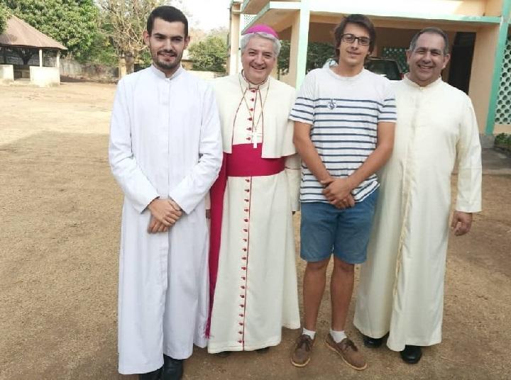 Visite de Mgr Aillet à Kara