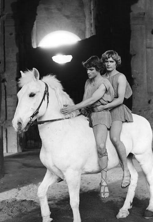 zCinéma2 Martin Potter et Hiram Keller dans Satyricon de Fellini.jpg