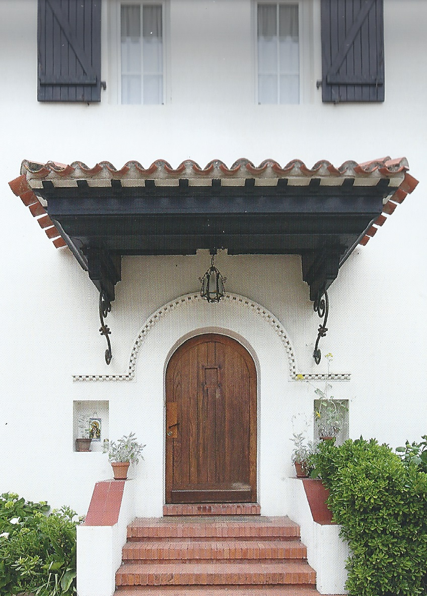 Entrée principale de la villa les Escalettes côté Est.jpg