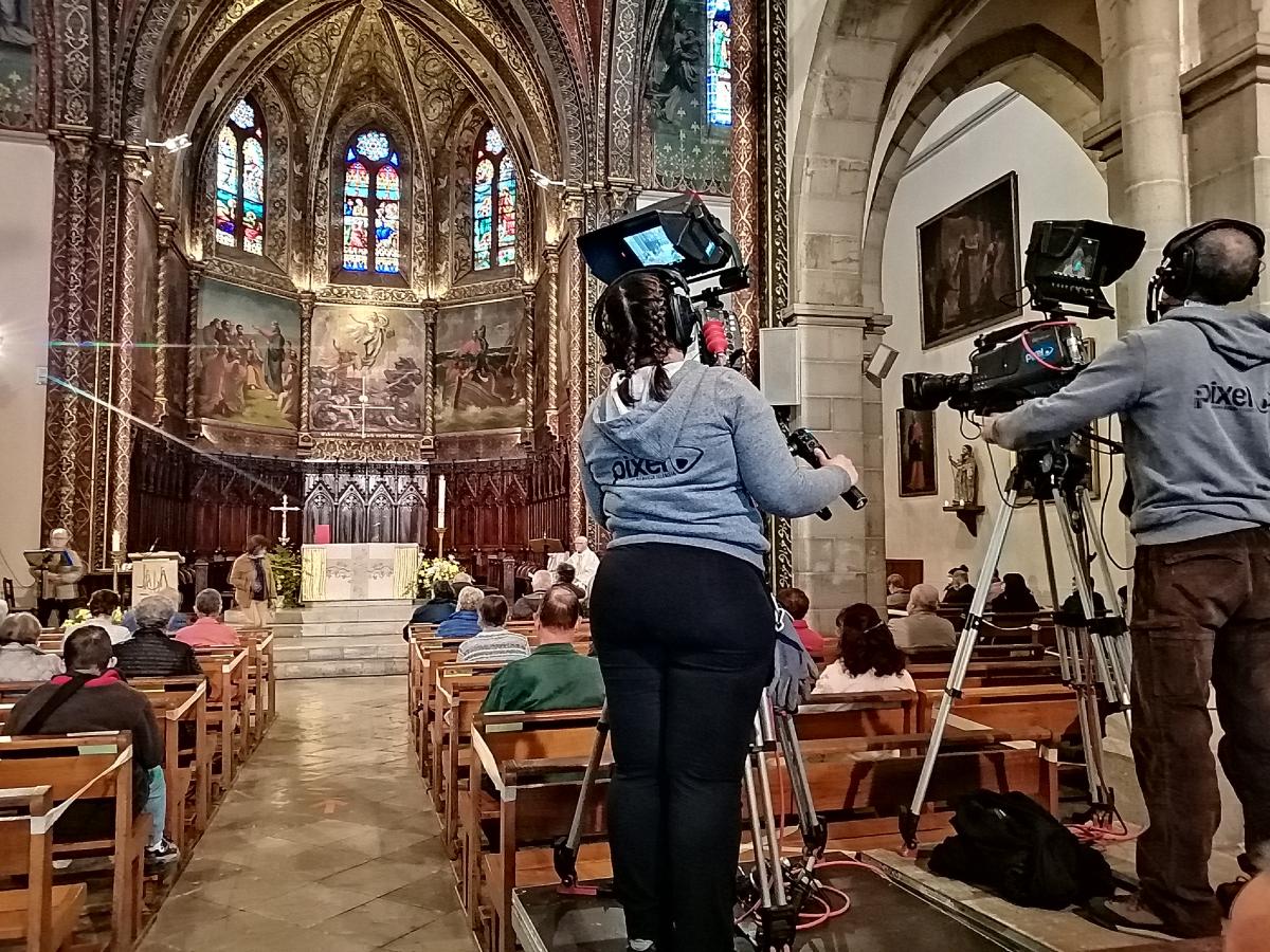 Retransmission par la TV basque de la Messe depuis Saint-Palais Donapaleu.jpg