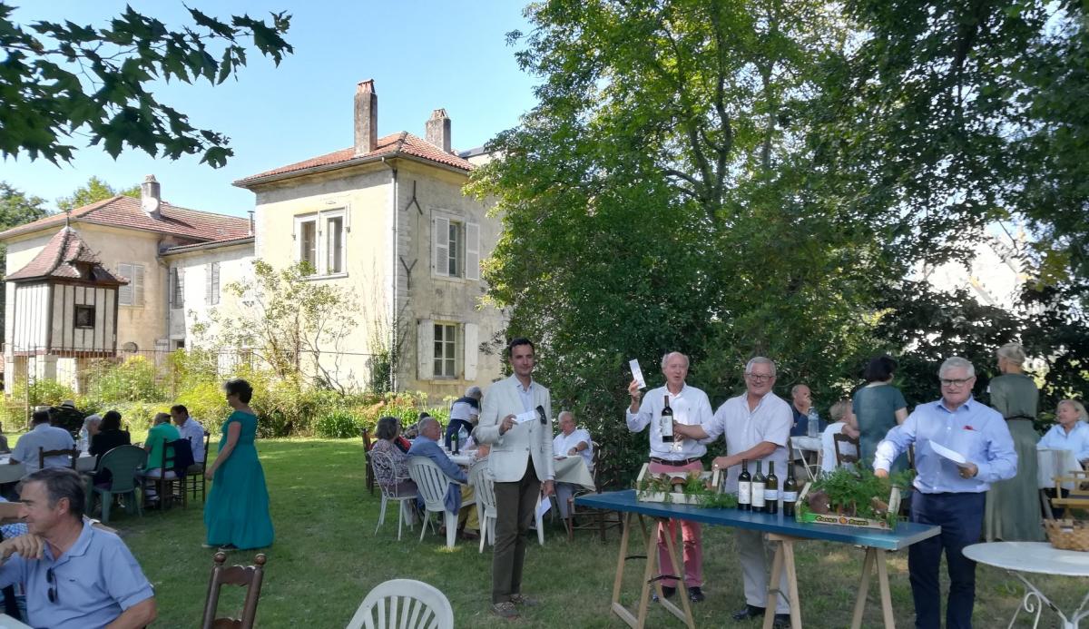 Loterie des Amis de la chapelle (avec +Hervé d'Olce).jpg
