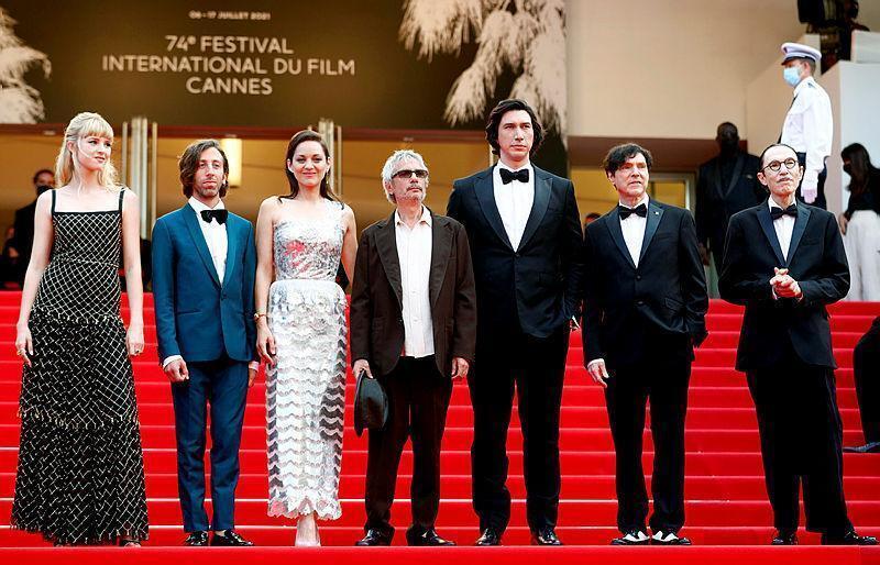 zCinéma1 L'équipe du film Annette aux marches du 74e Festival de Cannes le 6 juillet.jpg