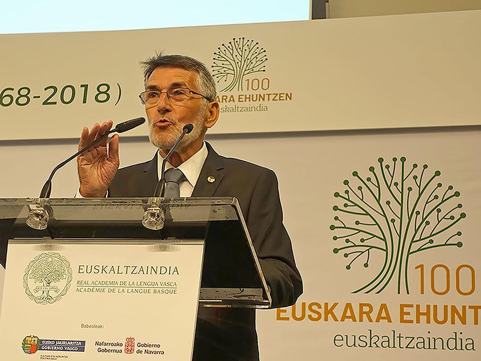 Juan Mari Torrealdai, académicien basque, Euskaltzaindia