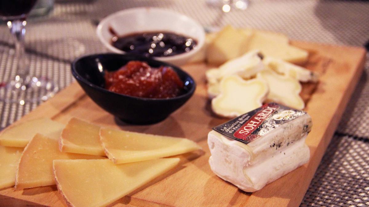zGastro2 Un plateau de fromage chez Pierre Oteiza.jpg