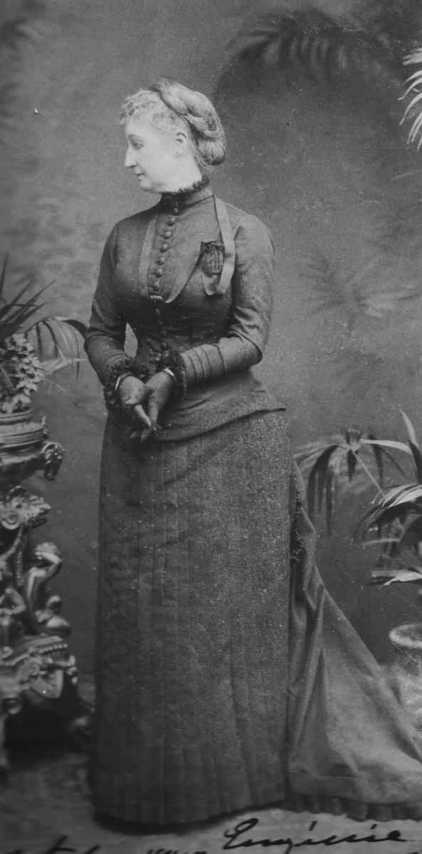 Impératrice Eugénie en deuilde son fils 1880.jpg
