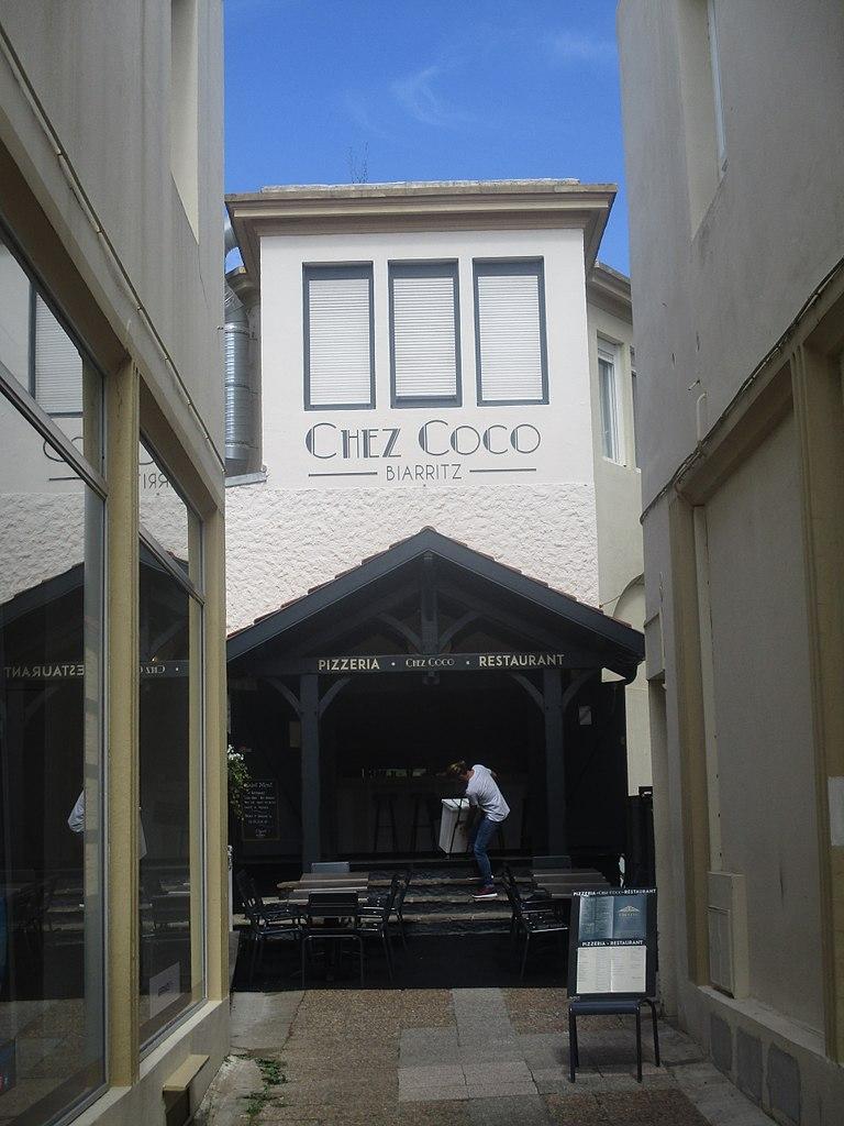 768px-Coco_Chanel_Biarritz.jpg