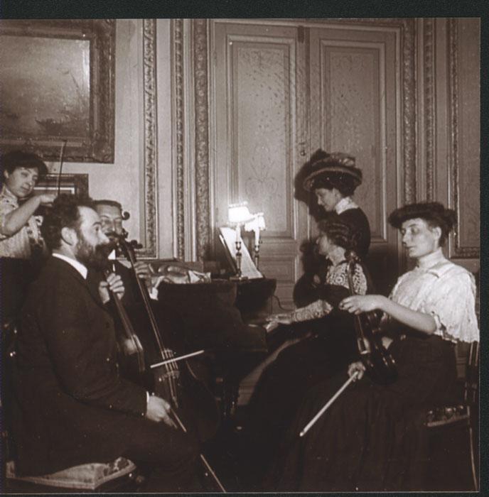 zMusique1 Mel Bonis joue en quatuor, salon de la rue de Monceau, Paris, 1908.jpg