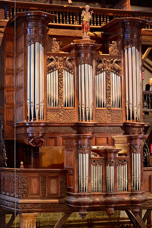 Les Luziens chantent et jouent pour leur orgue !