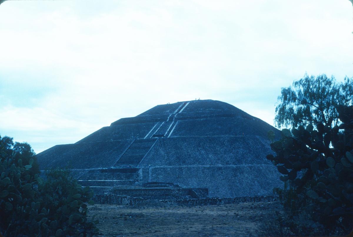 Tehotihuacan, Pyramide du Soleil.jpg