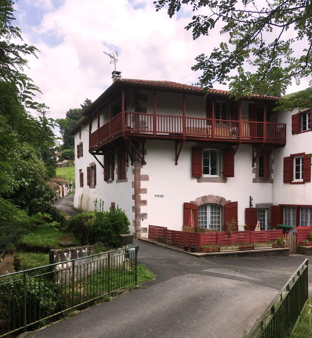 zHistoire1 Louhossoa Moulin Irrituenia produisant de la pâte pour la porcelaine de Limoges.jpg