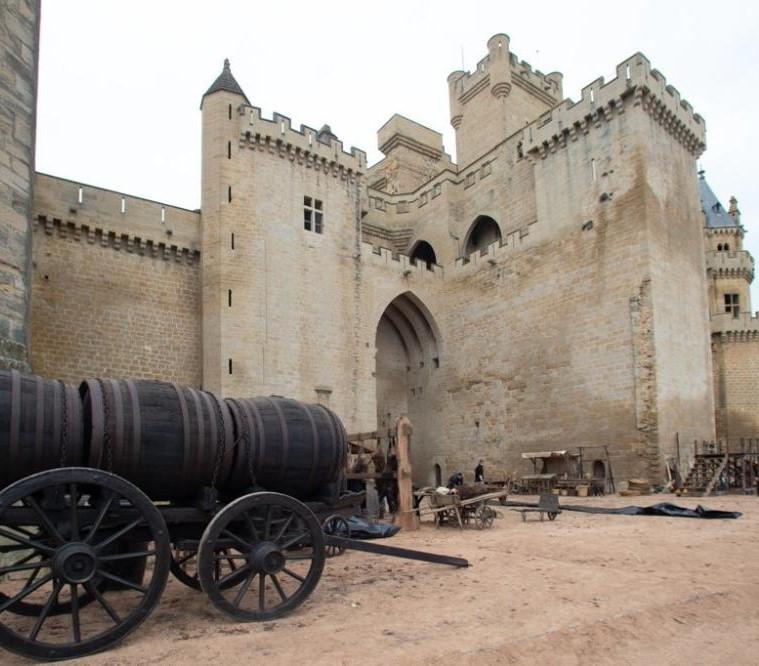 Le château d'Olite prête son cadre au tournage de la série sur Elcano.jpg