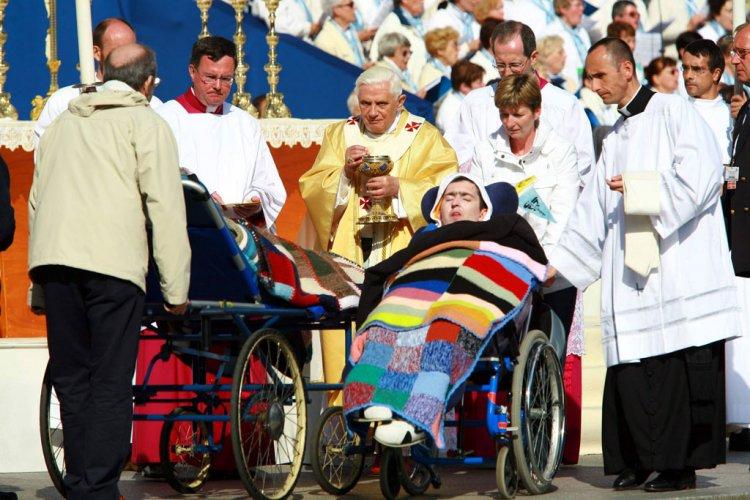 Lourdes BenoîtXVI.jpg