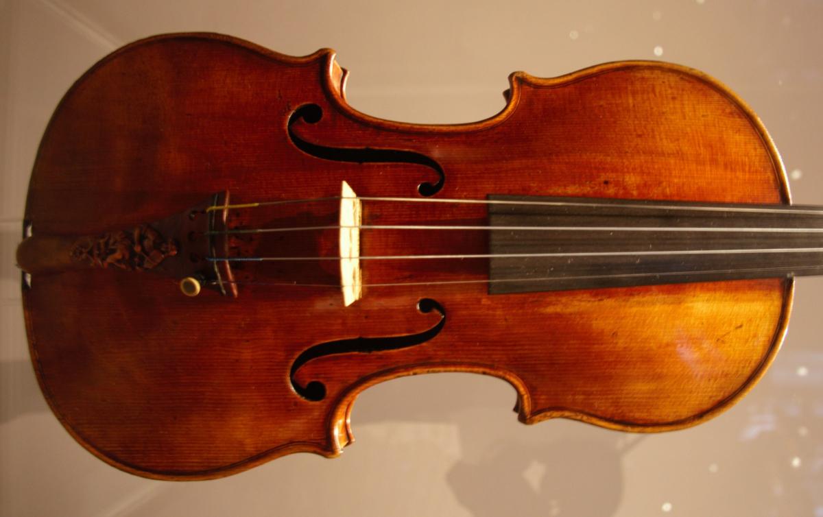 zMusique1 L'Alard Strad de 1715, considéré comme l'un des meilleurs violons d'Antonio Stradavari.jpg