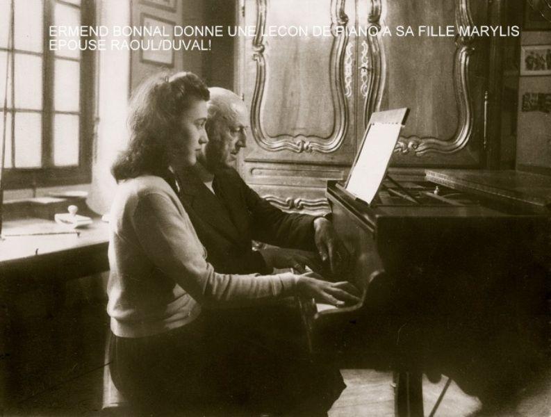 zMusique Ermend Bonnal donne une leçon à sa fille Marylis.JPEG