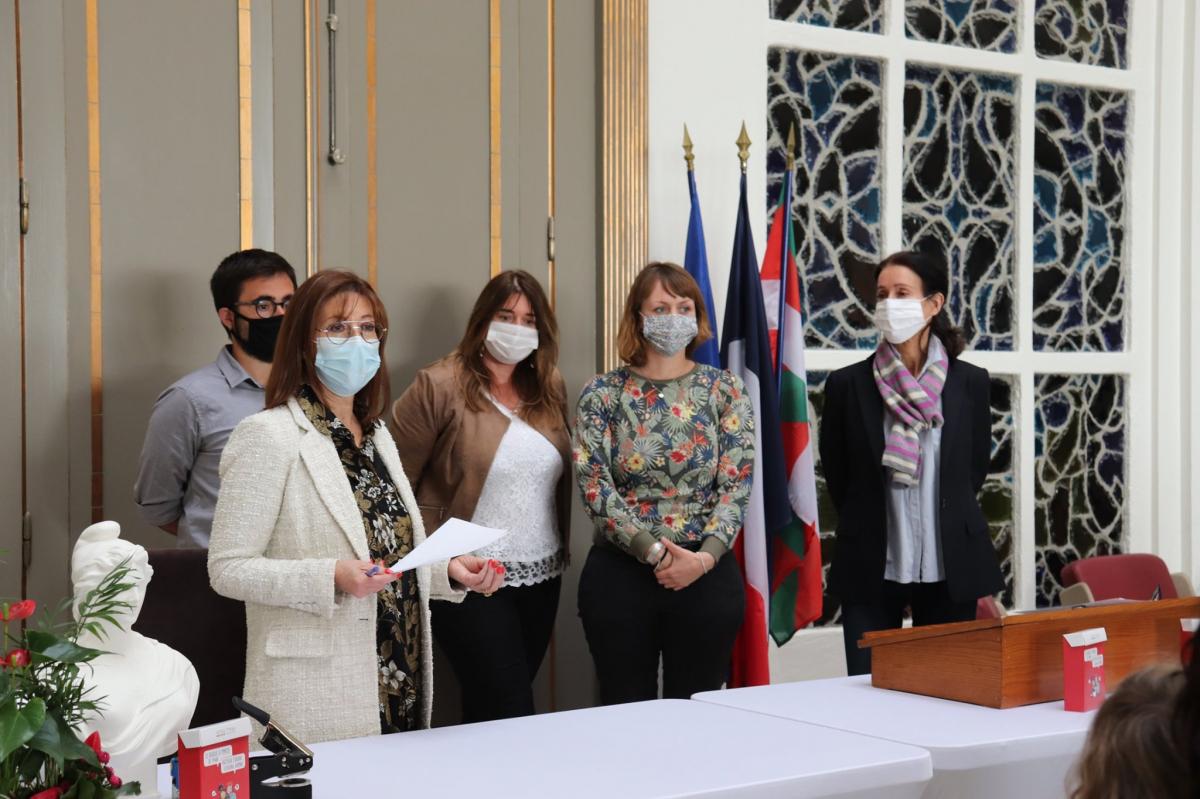 Biarritz, première ville du Pays Basque à offrir à ses familles un livret de famille bilingue
