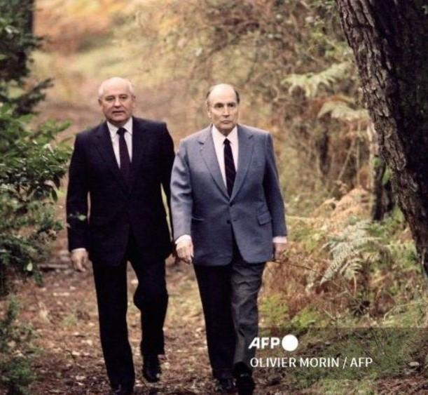 Latche, octobre 1991  Francois Mitterrand avec Mikhail Gorbachev .jpg