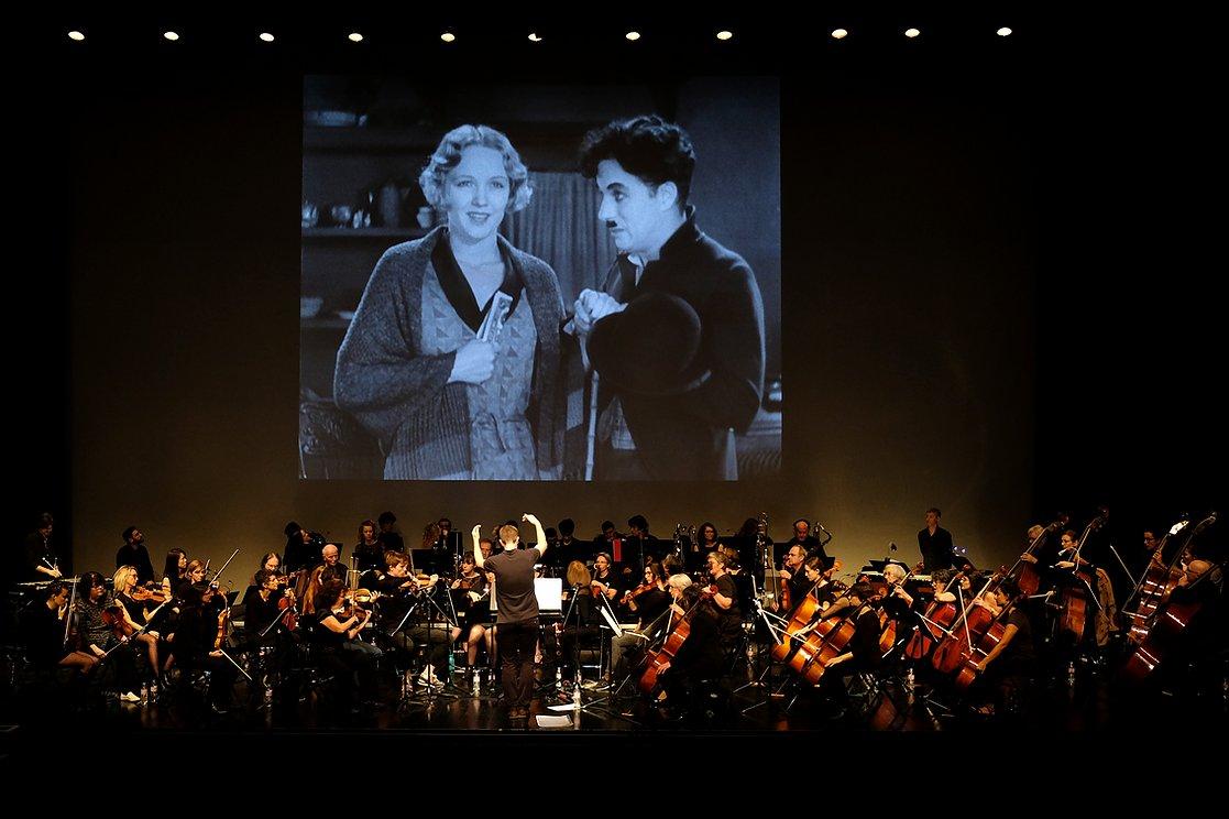zMusique1 Yves Bouillier Charlot Chaplin.jpg