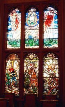 Les vitraux dessinés par le pce Philippe chap privée chât Windsor.JPG