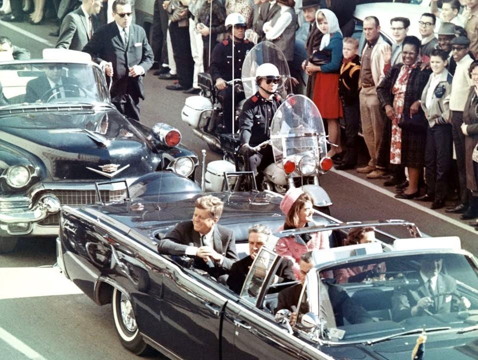 zCinéma2 Oliver Stone Kennedy et Jackie voiture.jpg