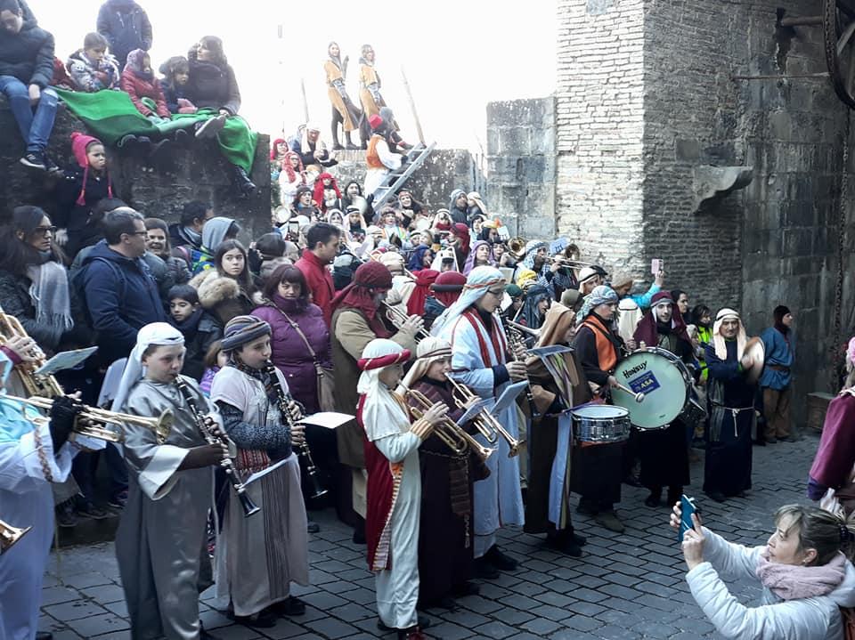 """""""Los Reyes"""", les Rois-Mages et leurs cadeaux, 500 ans de tradition """"tras la muga"""""""