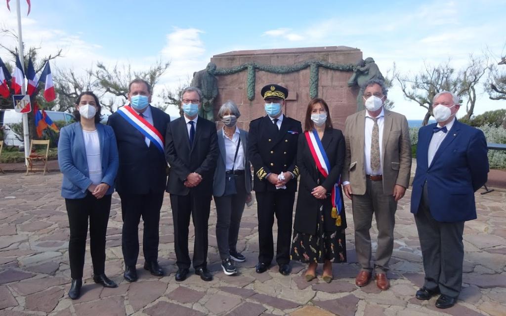 zSous-préfet, député, sénateur et consul de Russie entourent Maider Arostéguy.png