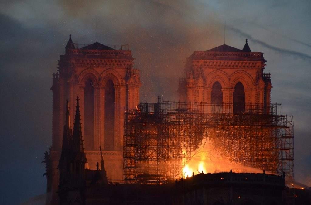 Notre Dame de Paris en flammes (15-4-19)