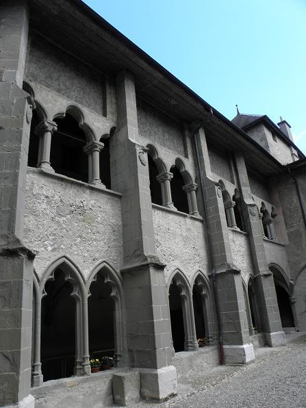 zTradition1 Galerie est du cloître du prieuré église St Laurent Lac du Bourget.jpg
