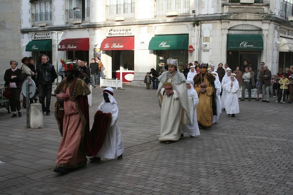 z La procession des Rois Mages à Saint-Jean-de-Luz.jpg