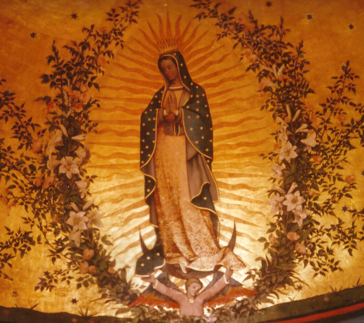 3 La Vierge de Guadaloupe dans l'abside.jpg