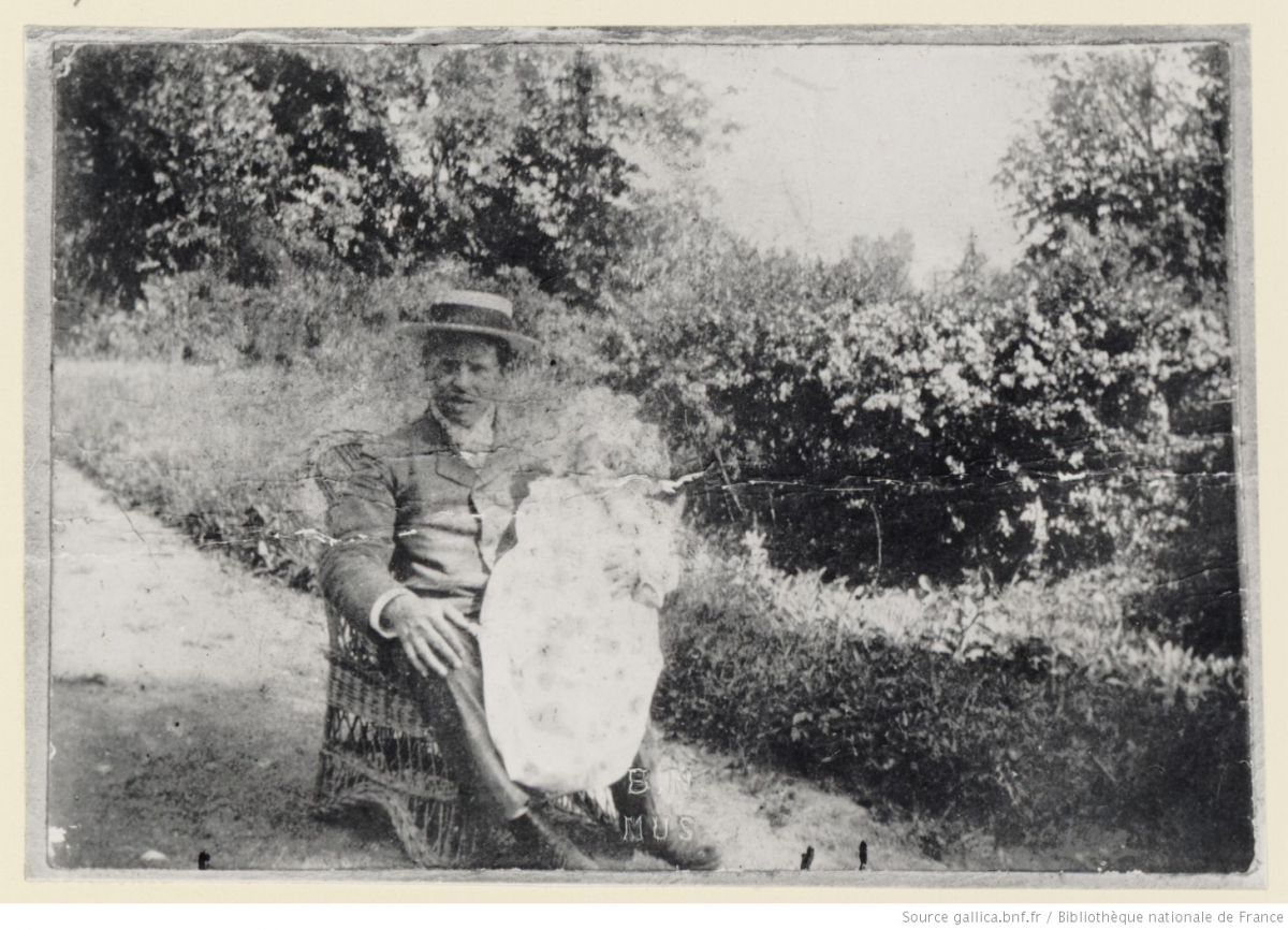 zMusique1 Albéric Magnard tenant sa fille Ondine, 1904.jpg