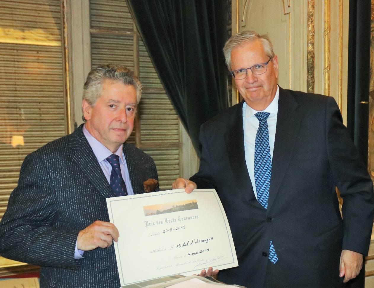 Après les « Trois Couronnes », Michel d'Arcangues reçoit un nouveau prix littéraire