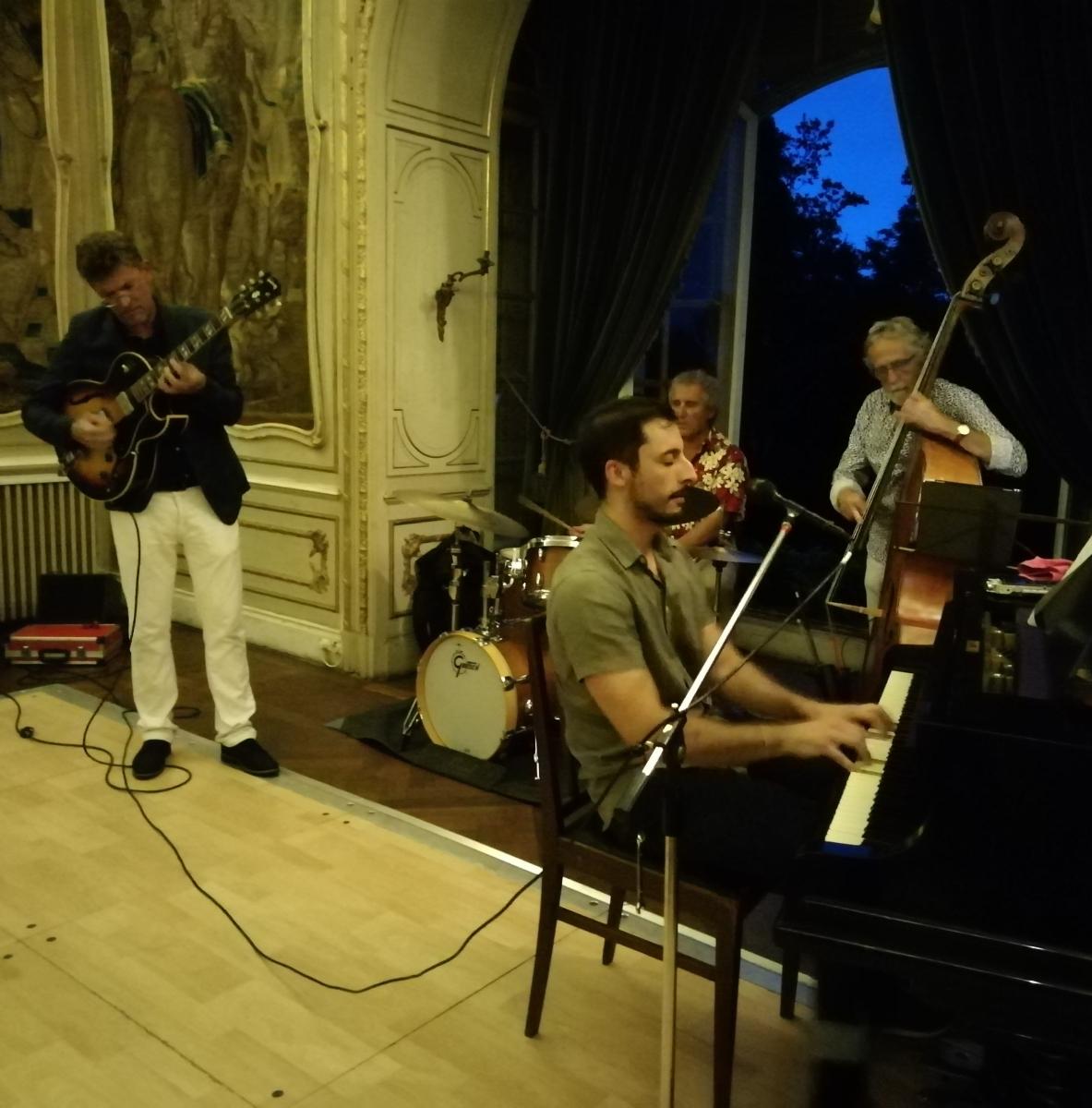 Avec la belle voix de Pablo Campos également au piano .jpg