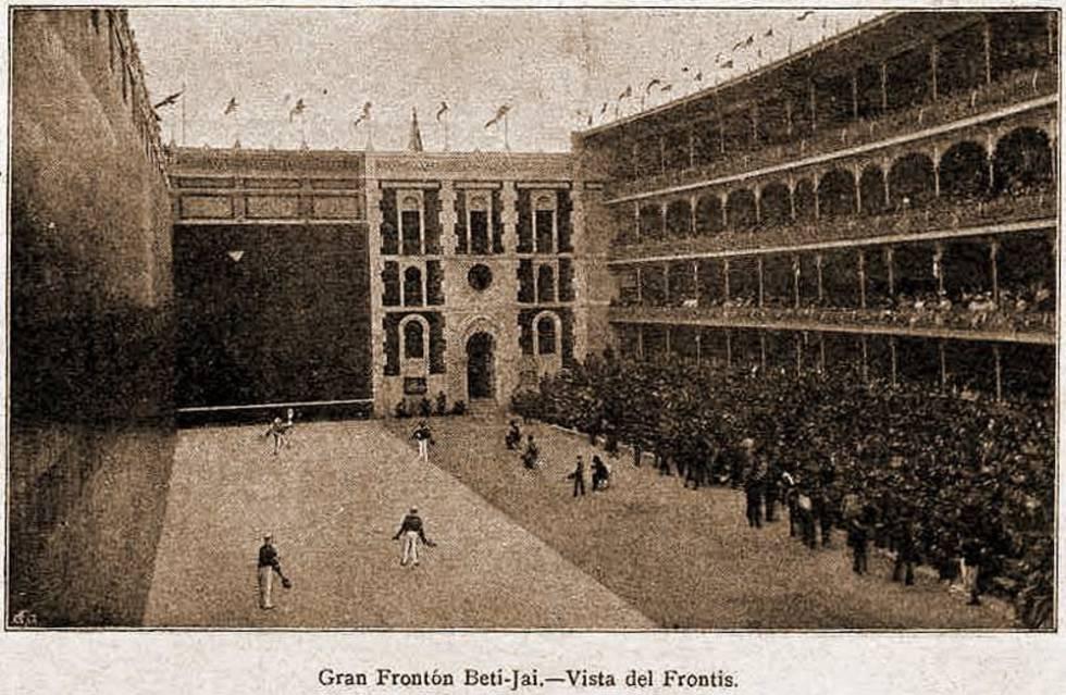 zPatrimoine Le Mur à gauche Beti Jai de Madrid il y a un siècle.jpg