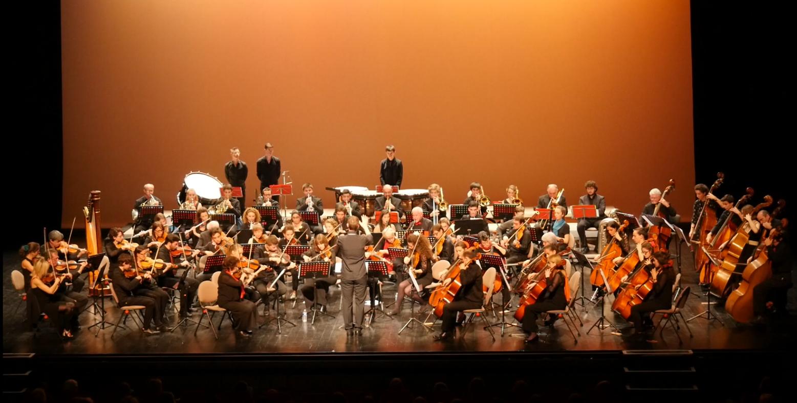 Un public enthousiaste ovationne le succès du nouvel orchestre biarrot