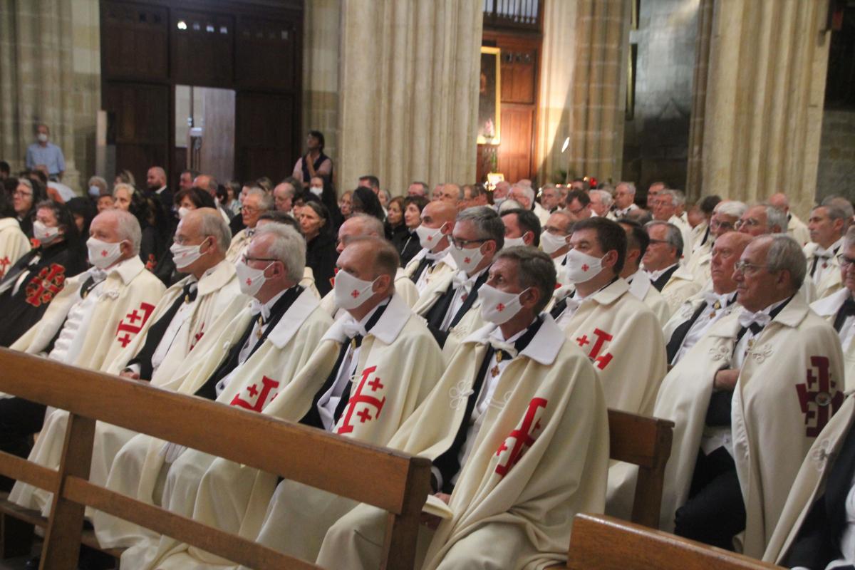 zChevaliers du Saint-Sépulcre à la cathédrale de Bayonne.jpg
