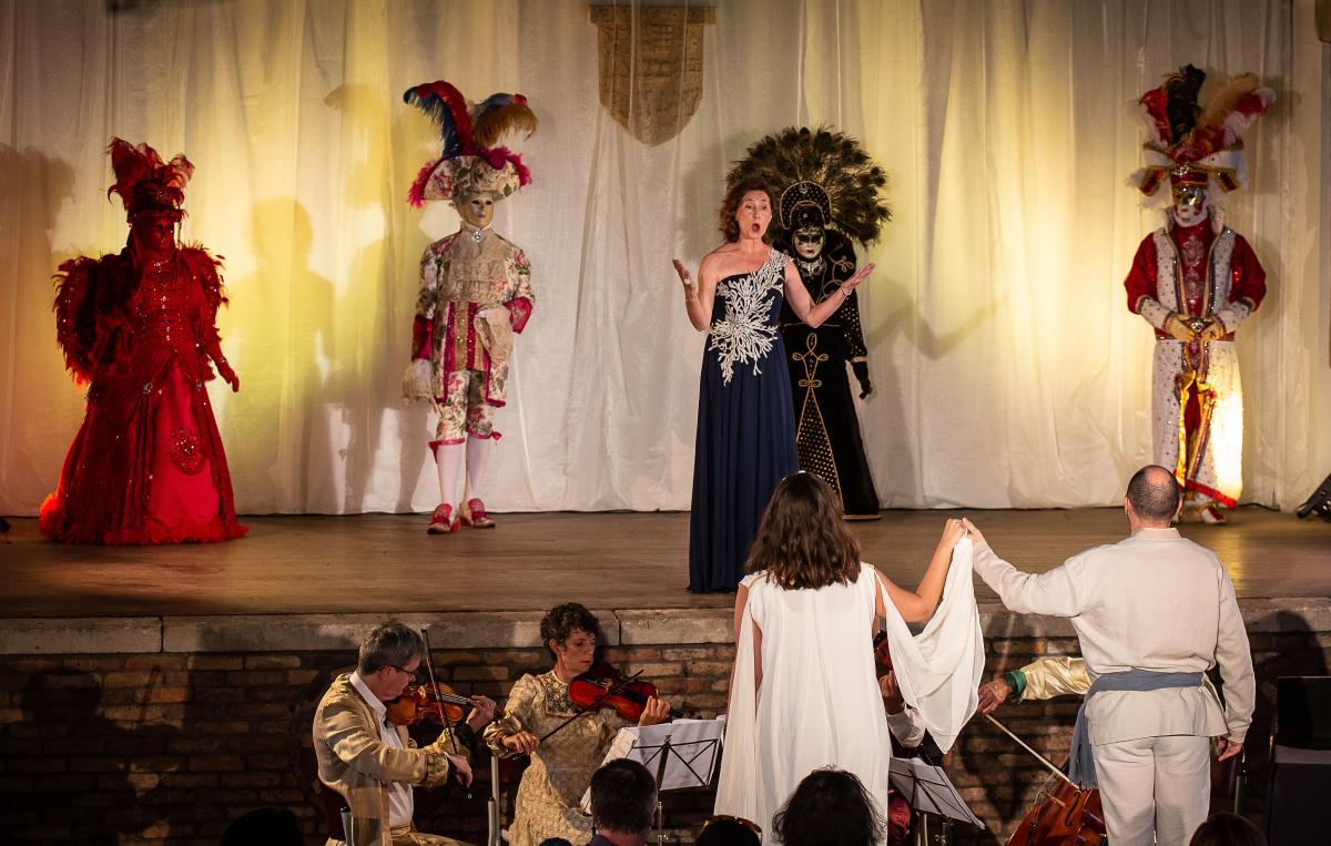 Soirée événementielle à Arcangues: les marquis et Luis Mariano à l'honneur