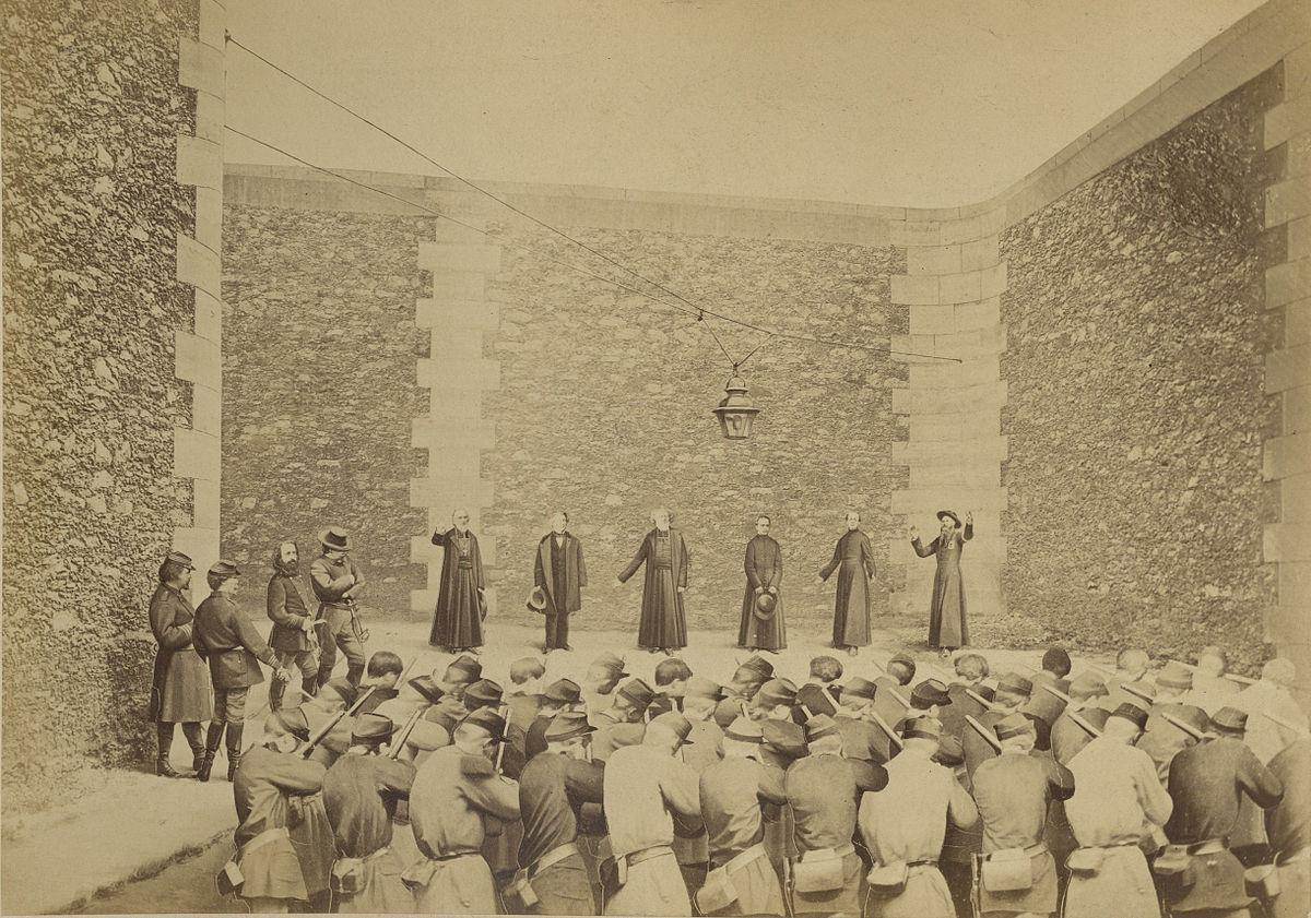 zHistoire1 Ernest_Eugène_Appert,_Exécution_des_otages,_prison_de_la_Roquette,_le_24_mai_1871.jpg