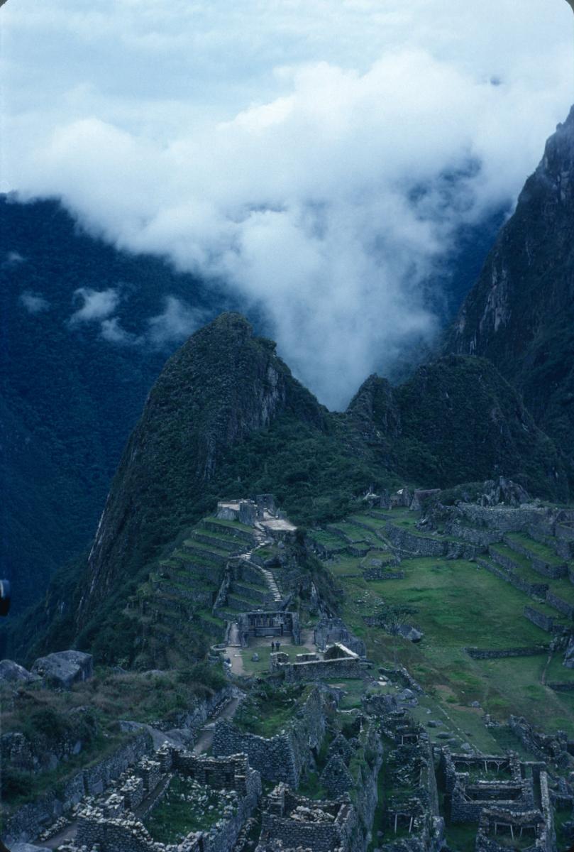 Huayna Picchu depuis le Machu Picchu 2.jpg