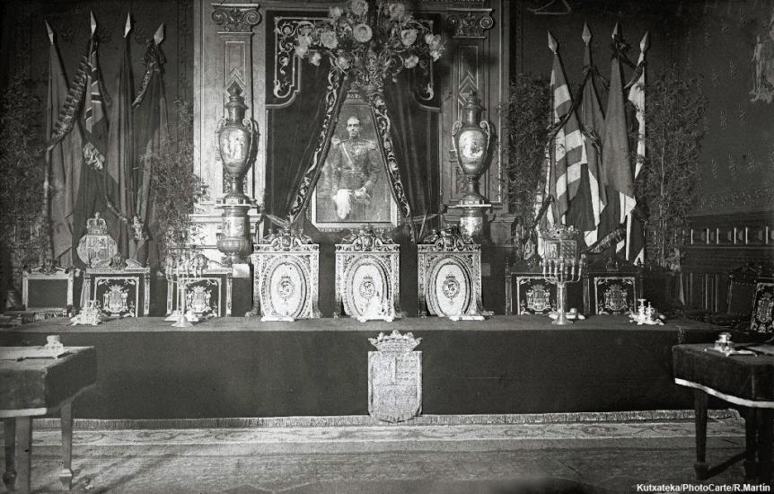 zHistoire2 Saint-Sébastien accueillait la Société des Nations 1920 3. salon du trône.jpg