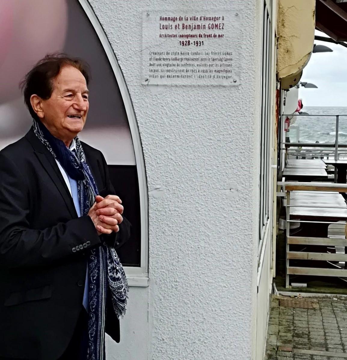 zEric Gildard inaugure la plaque en l'honneur des architectes bayonnais, les frères Gomez.jpg