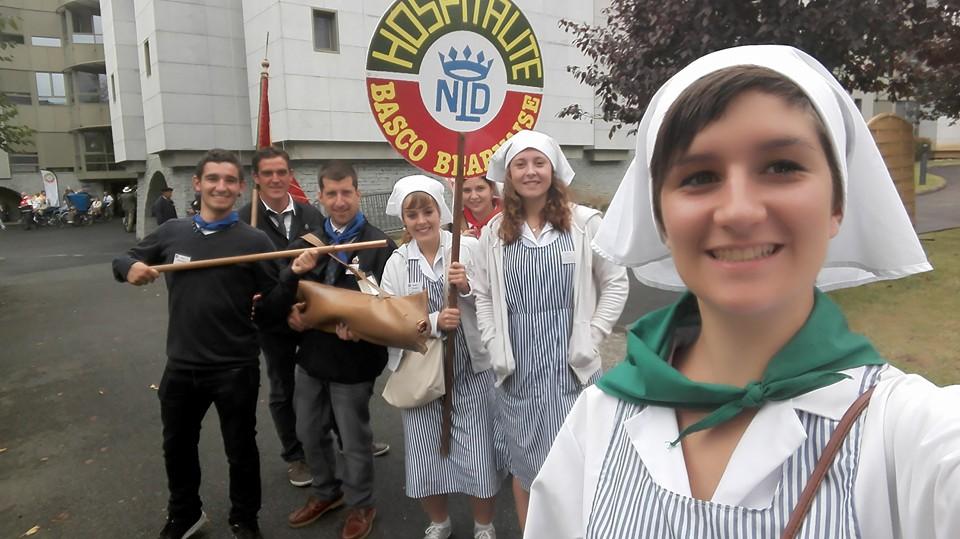 zTradi1 Lourdes jeunes Behauztars bénévoles.jpg
