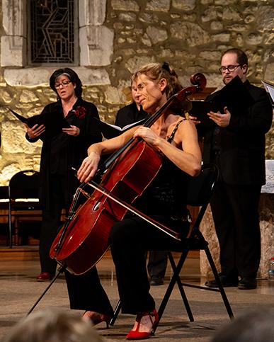 zMusique1 3. La violoncelliste Emmanuelle Bacquet accompagnera les choristes d'Ascèse.jpg