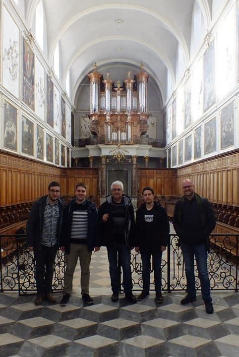 à l'orgue de tribune de l'église Saint-Pierre des Chartreux.jpg