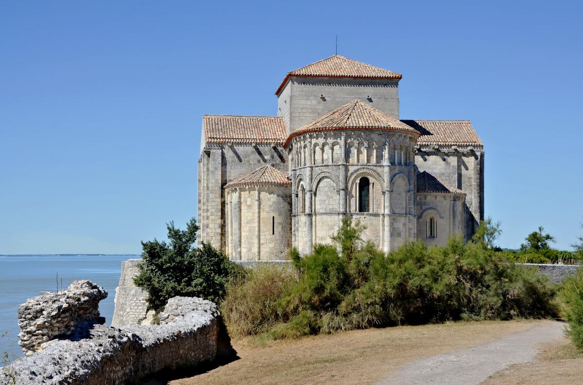 zzzHistoire1 Talmont-sur-Gironde Église Ste Radegonde chevet.jpg