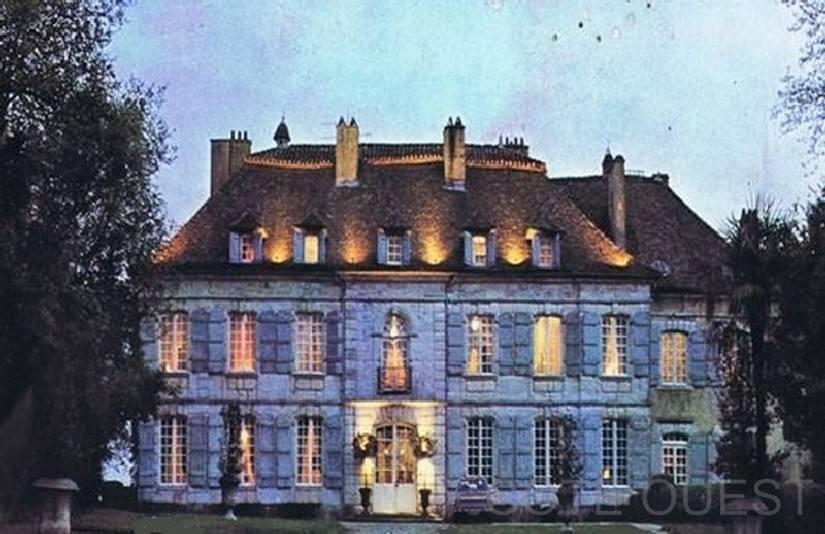 zChâteau de Larraldia à Villefranque (avant l'incendie).jpg