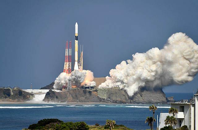 Japan launches GOSAT-2 and UAE's KhalifaSat