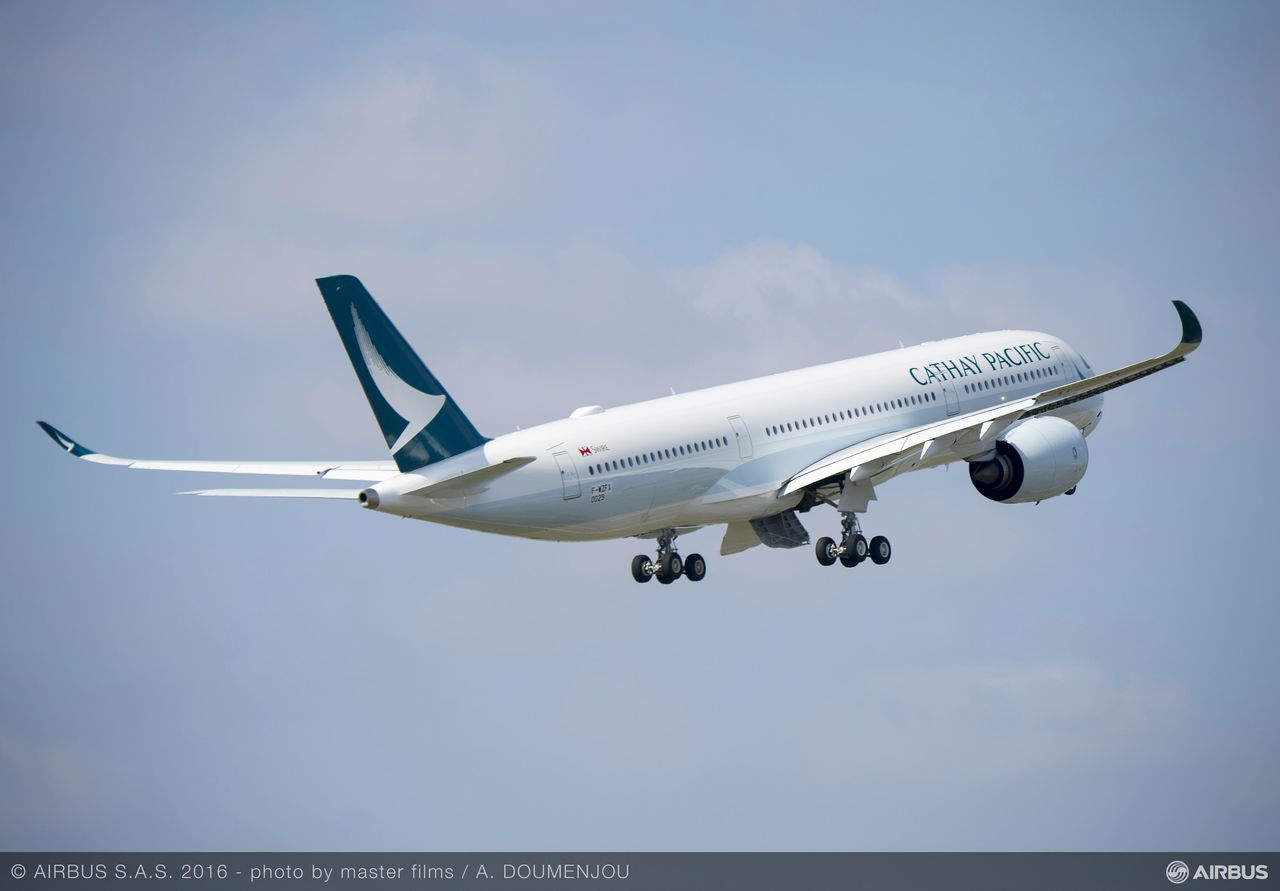 Cathay Pacific sees profits evaporate in 2016