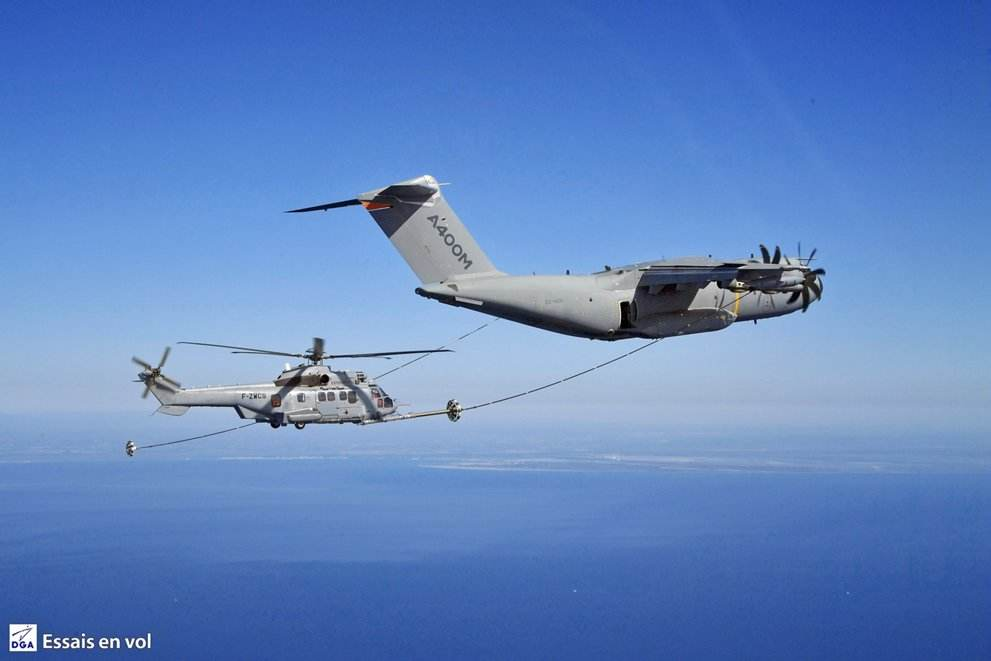 Airbus A400M tests helicopter air-to-air refueling
